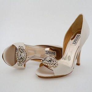 "Badgley Mischka Gia Vanilla 10M 3 3/4"" heel"